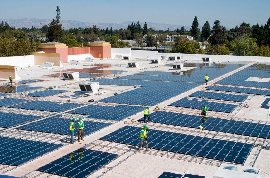 ведь сама солнечная панель занимает всего 20% в итоговой стоимости установки на крышу