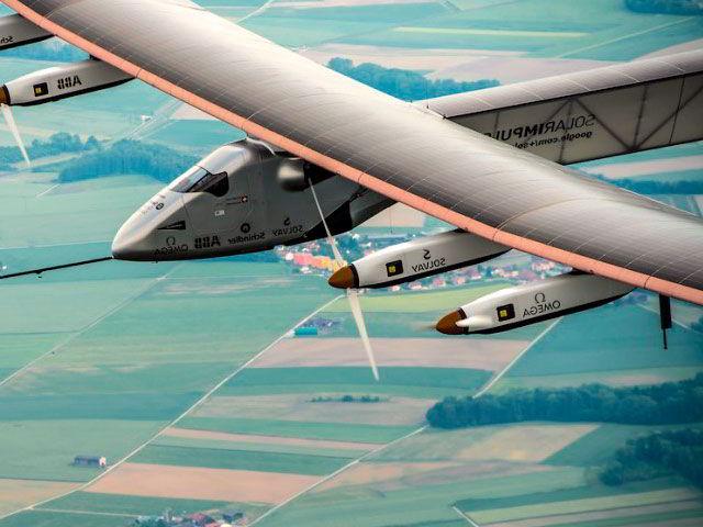 Самолет на солнечных батареях Solar