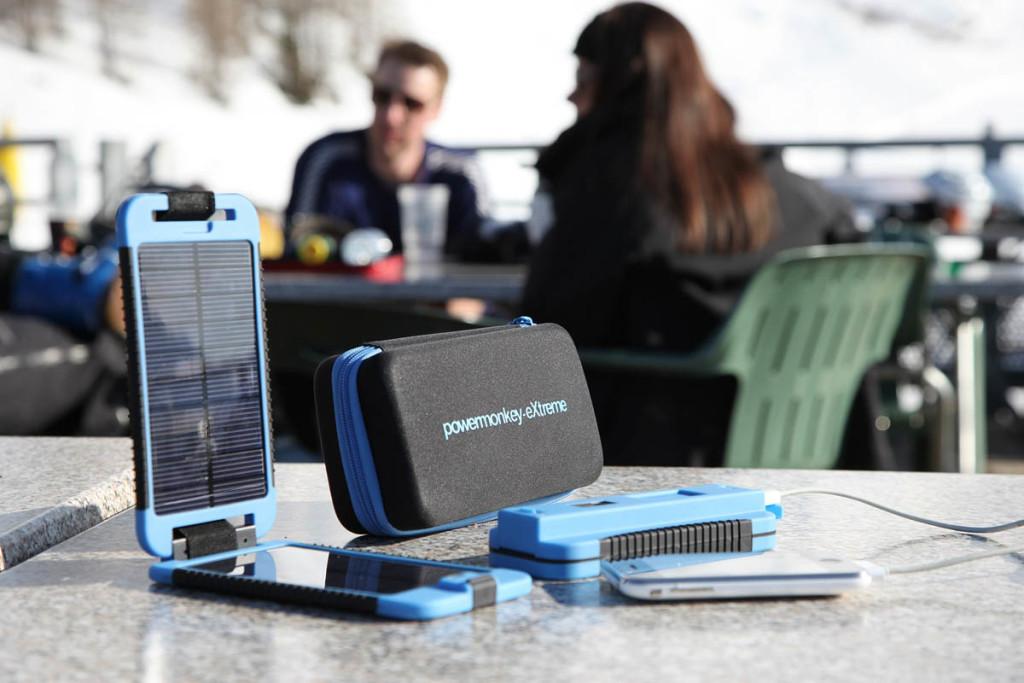 зарядные устройства на солнечной энергии  iPhone и iPad