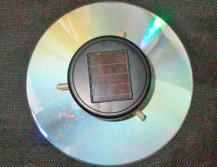svetilnik-na-solnechnoi-bataree