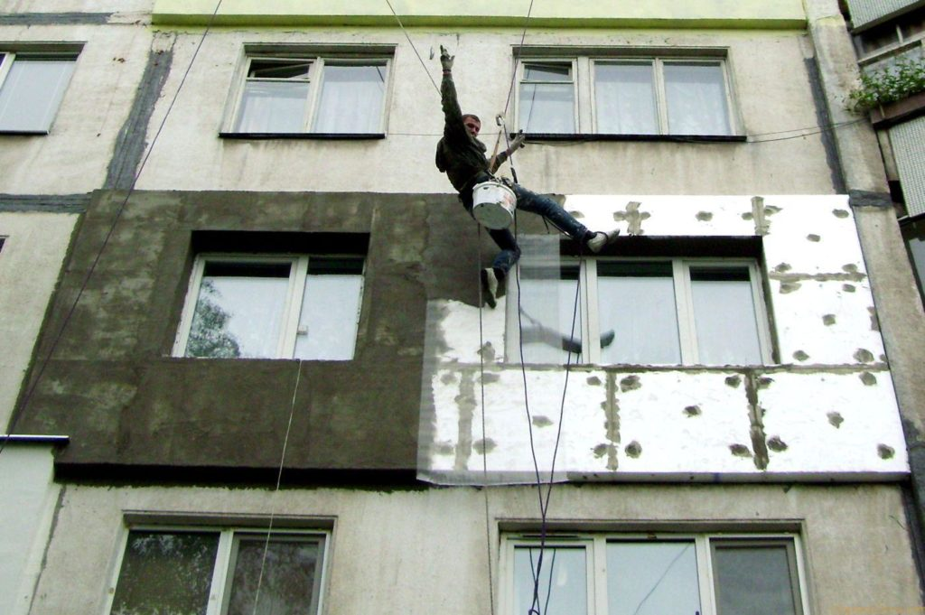 Как утеплить стену в квартире своими руками